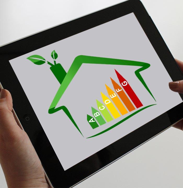 tablet che mostra le classi energetiche di un immobile